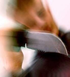 delincuente-con-cuchillo
