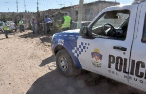 policía-Neuquén-ataque-a-mujer