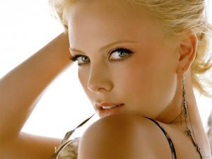 Charlize-Theron-rostro