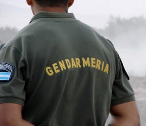 Gendarme-de-espaldas
