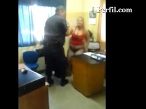 mujer-agredida-comisaría