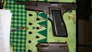 pistola-robada-a-policía